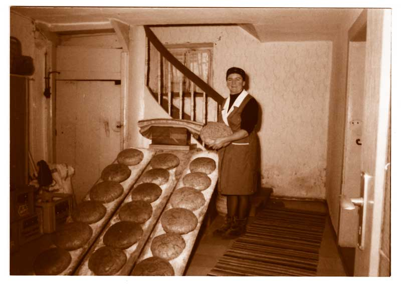 Oma-Brotbacken_b-1972.jpg